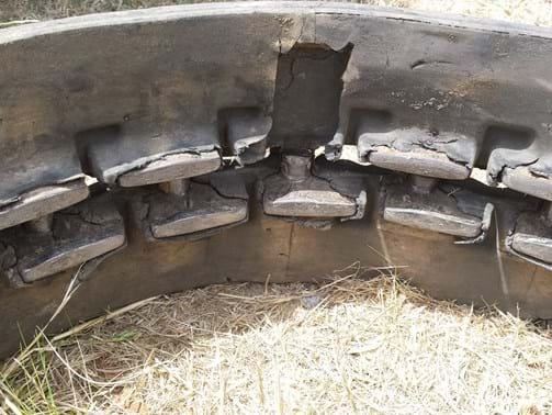 Yanmar rubber track | cleat cracked